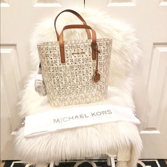 Michael Kors Handbags - Michael Kors North South Handbag 🌟